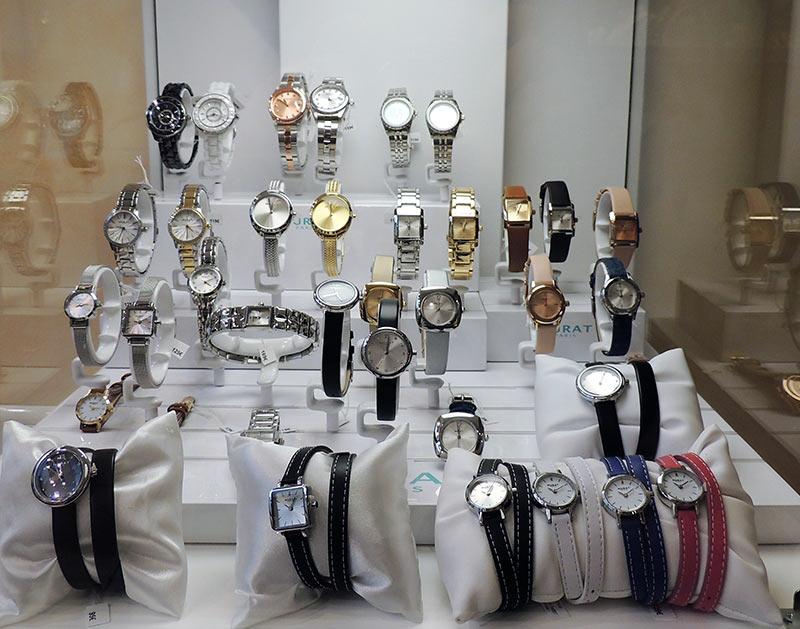 bijouterie-courcy-noyon-murat-vitrine-montres